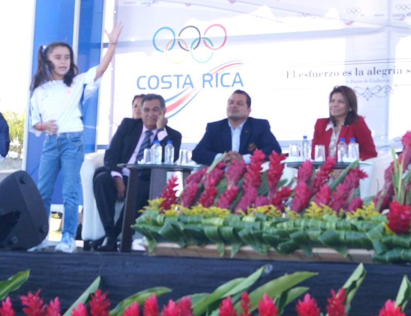 Evelyn ante la presidenta de Costa Rica Laura Chinchilla Miranda